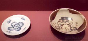 Plat à décor végétal et bol Changsha provenant de l'épave de Belitung. Chine, IXe s.